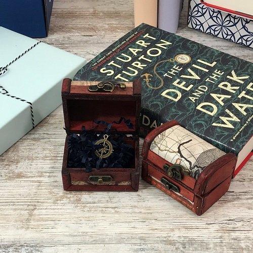 The Devil and the Dark Water - Stuart Turton -treasure chest