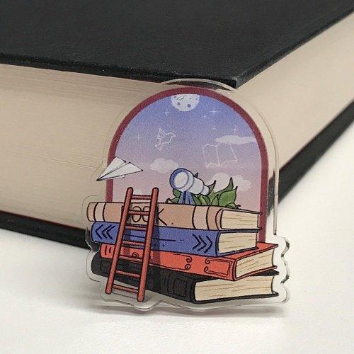 Acrylic pin brooch stargazer design